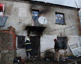 Şiddetli rüzgar evleri yaktı