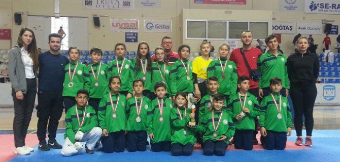 Taekwondocular başarıya doymuyor