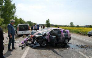 Gelin arabası kaza yaptı: 3 yaralı