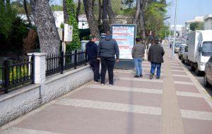 Belediye, borçları bildoardlarla açıkladı