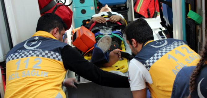 Gençler, motosiklet kazasında yaralandı