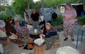 Kutluoba'da lokma ikramı