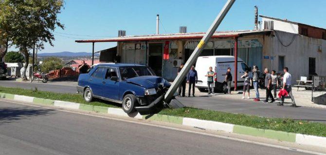 Otomobil orta refüje çıktı; 1 yaralı
