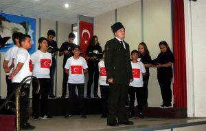 Çocukları, Atatürk'ü andı