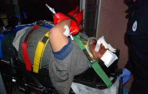 Motosiklet devrildi; 2 yaralı