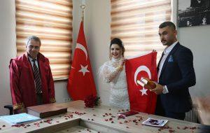 Nebahat ile Barış evlendi