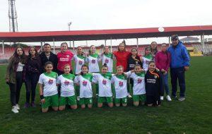 Kızlardan anlamlı futbol maçı