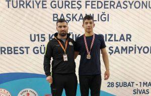 Güreşçi genç, Türkiye 2.'si