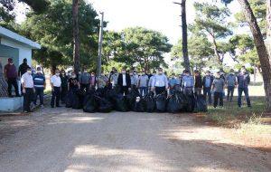 Belediye personeli çöp topladı