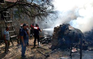 Yukarışapcı Köyü'nde korkutan yangın