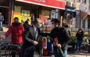 CHP'li gençlerden öğretmenlere karanfil