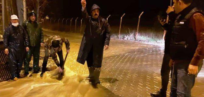 Bayramiç'i yoğun yağış vurdu- Belediye, vatandaşların zararını karşılayacak