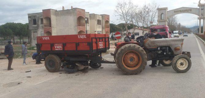 Motosiklet, traktörün altına girdi