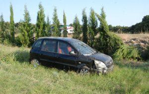 Otomobil yoldan çıktı; 3 yaralı