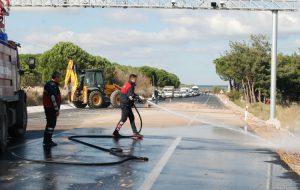 Kamyondan dökülen hafriyat trafiği felç etti